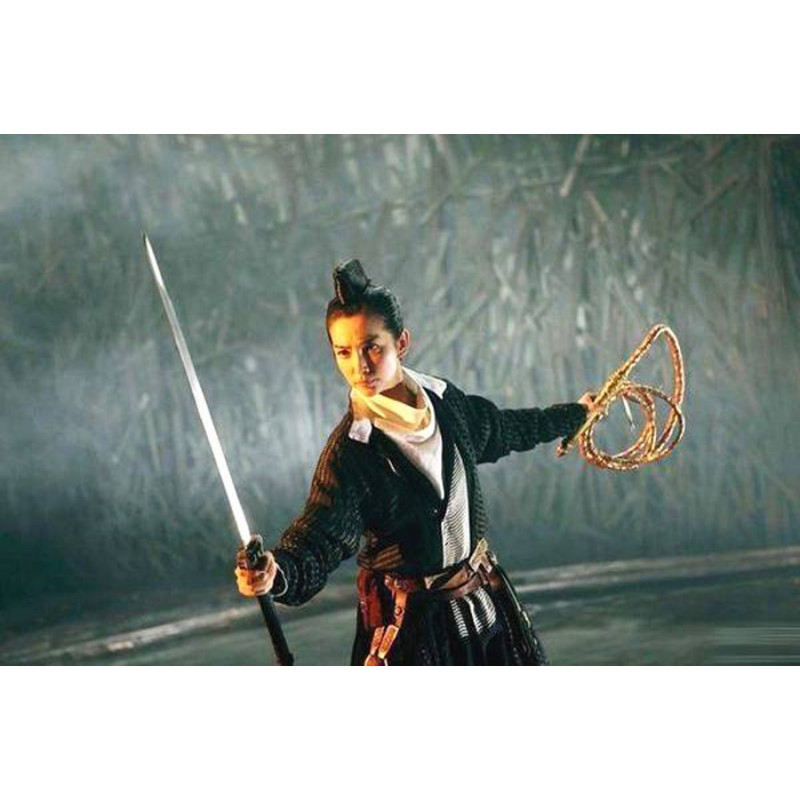 What kind of ancient traditional weapons frightened the enemy in China?